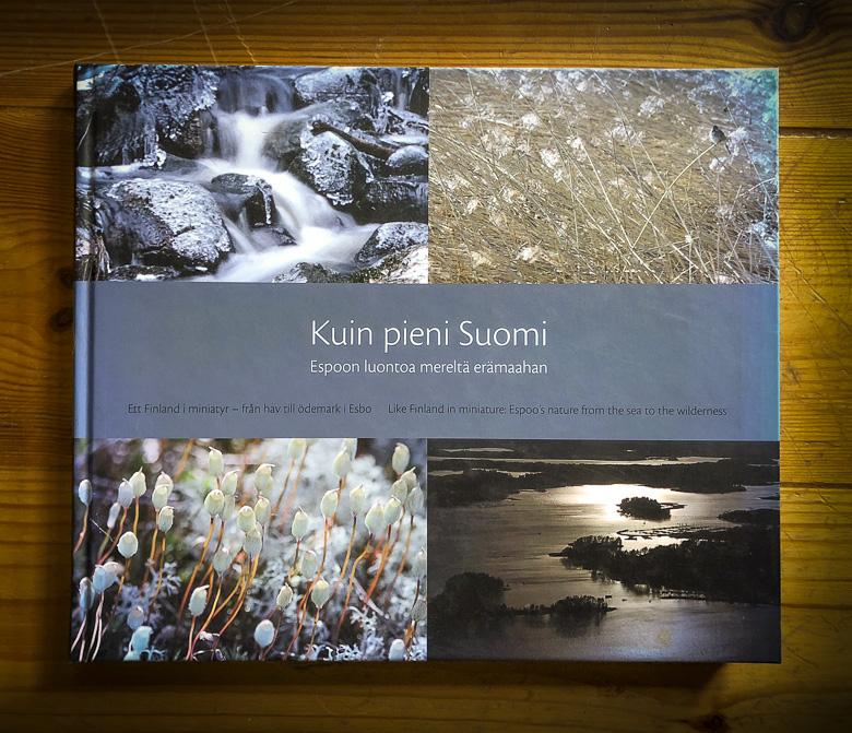 Kuin pieni Suomi – Espoon luontoa mereltä erämaahan -juhlakirjan kansi