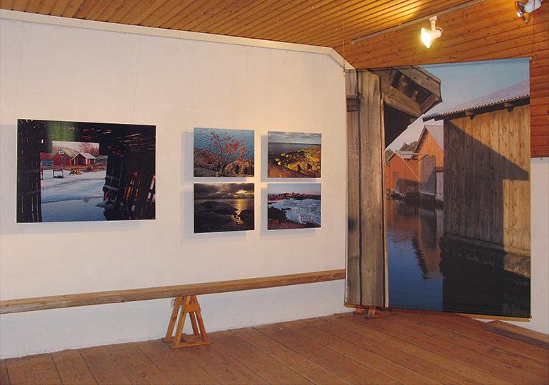 Saarikuvia-näyttely Lohjan makasiinissa