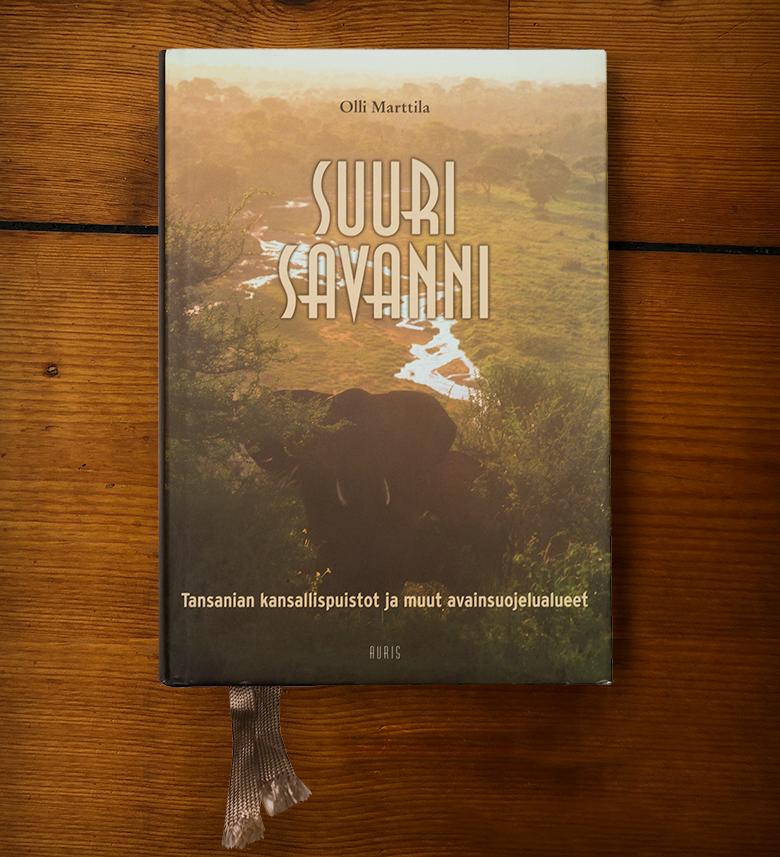Suuri savanni – Tansanian kansallispuistot ja muut avainsuojelualueet -kirjan kansi